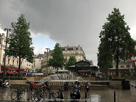 Angers, ancienne Place du Ralliement sous l'orage