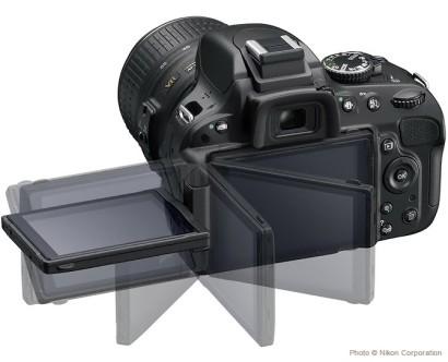 Nikon D5100, de dos avec son écran orientable