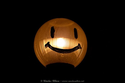 Lampadaire souriant