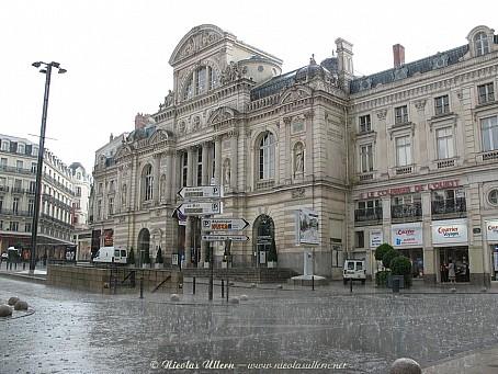 Angers, le Grand Théâtre sous l'orage