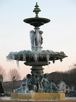 Angers, la Fontaine du Mail gelée