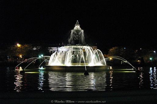 Angers, la Fontaine du Mail de nuit